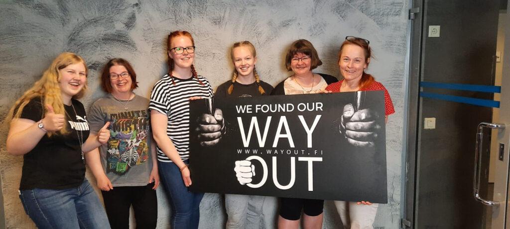 Pääsimme mukaan tyttöjen kanssa testaamaan Jyväskylässä sijaitsevan Way Out -yrityksen pakopeliä, jotta tietäisimme mistä tässä koko pakopelitouhussa on oikein kyse.